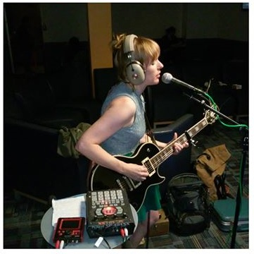 Jessica Risker performs live on WZRD in th e Student Lounge.