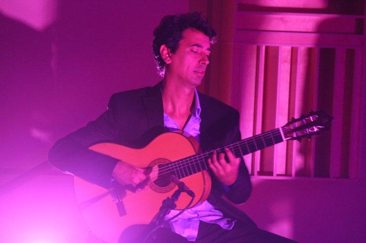 Josu%C3%A9+Tacoronte+plays+his+flamenco+guitar.