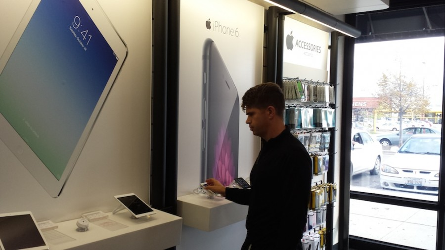 A Verizon customer shopping for iPhone 6. Apple Release.