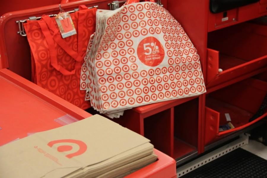 Target+customers+get+the+option+of+paper%2C+plastic%2C+or+reusable+bags+to+carry+their+purchases.