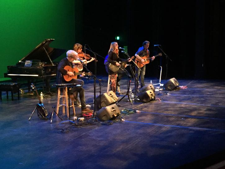 Solas performs at NEIU.