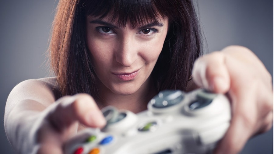 Girl+playing+videogames+in+a+funny+face