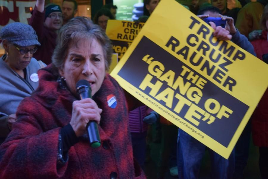 Rep.+Jan+Schakowsky+joins+protesters+criticizing+Illinois+republican+leaders+for+failing+to+pass+a+state+budget.+