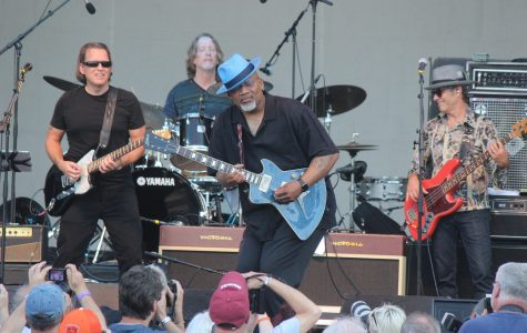 Toronzo Cannon jammed on his blue guitar alongside Tommy Castro and the Painkillers.