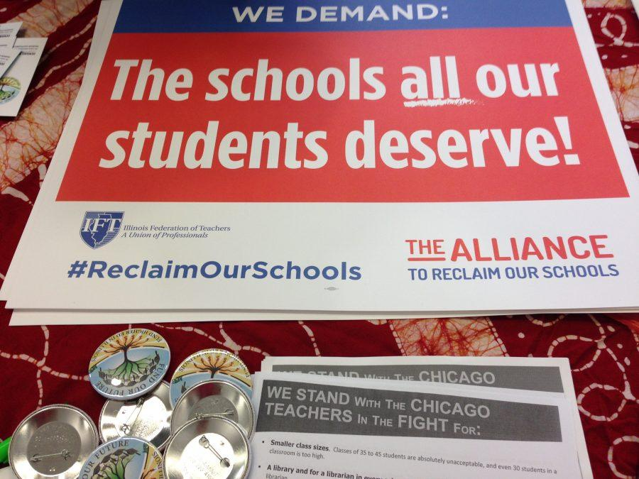 tables-were-lined-up-with-materials-providing-students-the-opportunity-to-register-to-vote-in-addition-to-demanding-that-illinois-government-fund-public-higher-education-photo-by-terrie-albano