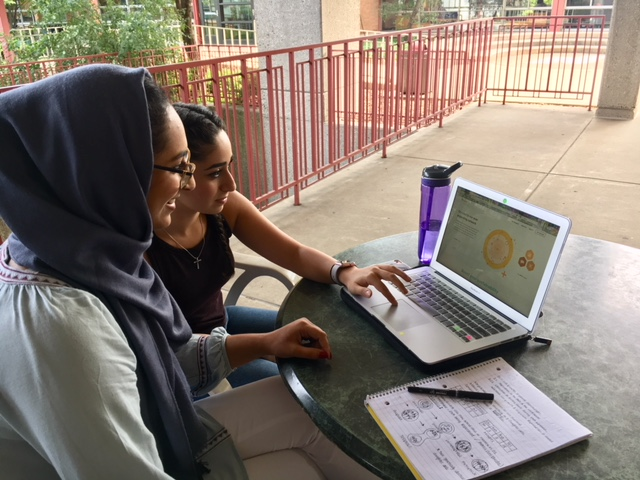 Biology majors, Aafreen Khatoon and Emily Yalda look through the Rheaply website. Photo by Joanna Vaklin