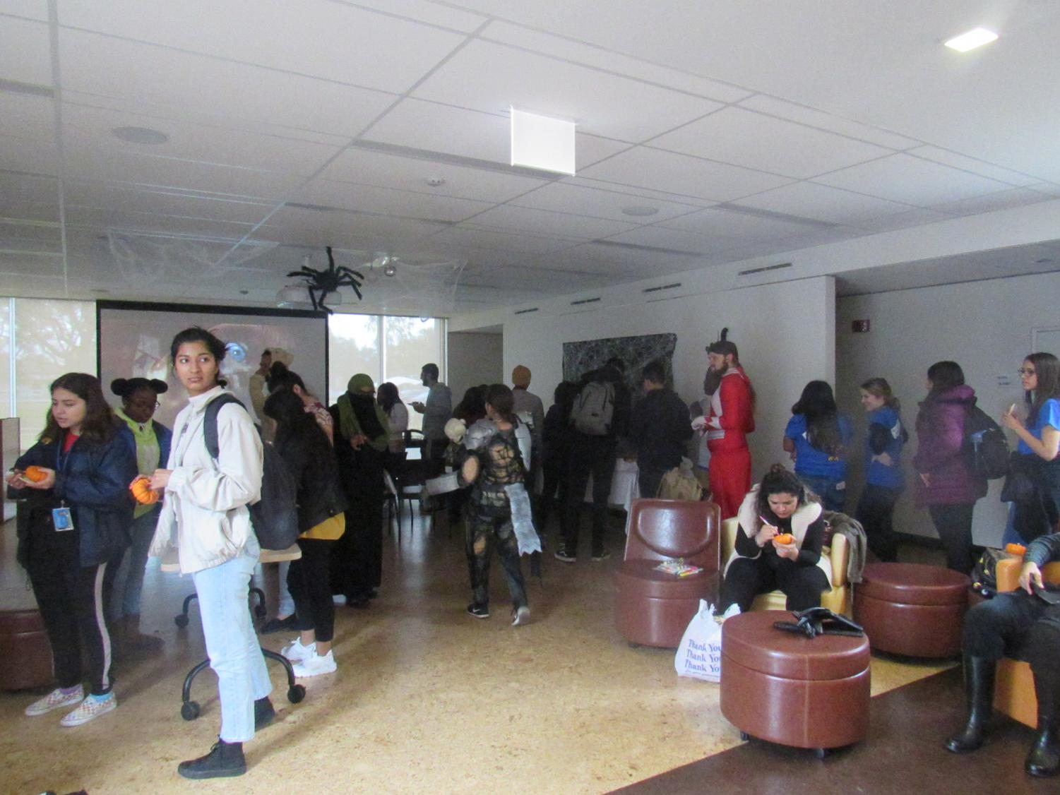 NEIU+community+mingling+during+Halloween+Hangout.