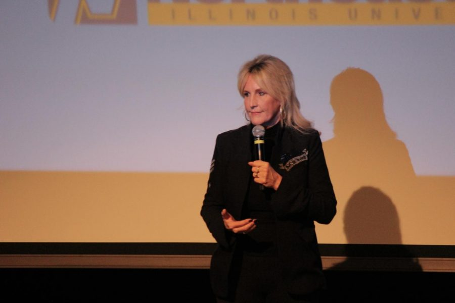 Erin+Brockovich+talking+during+%22Evening+with+Brockovich%22+on+Feb.+25.